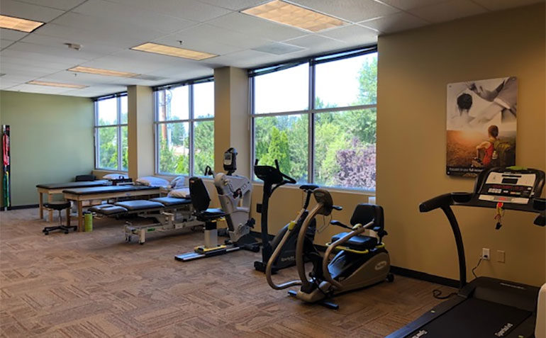 NW Sports Physical Therapy in Puyallup, WA (River Road) Clinic Interior